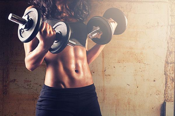 Полезно ли заниматься фитнесом или йогой при жаре