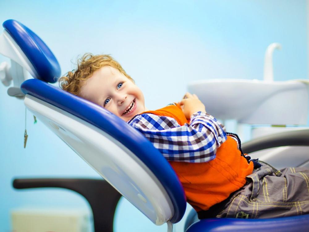 Надо ли лечить молочные зубы у детей?